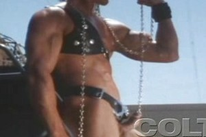 Bodybuilder wearing leather and wanking off his dick
